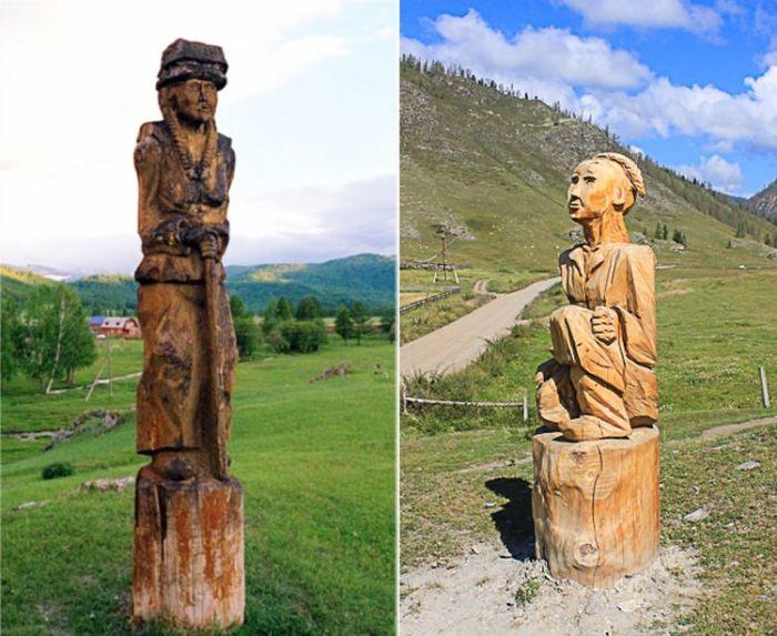 На въезде в село Кулада стоят две деревянные фигуры.
