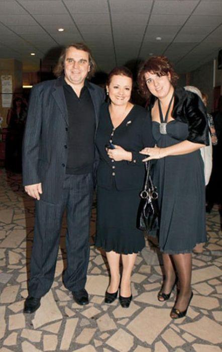 Елена Цыплакова с мужем и его дочерью Юлией. / Фото: www.7days.ru