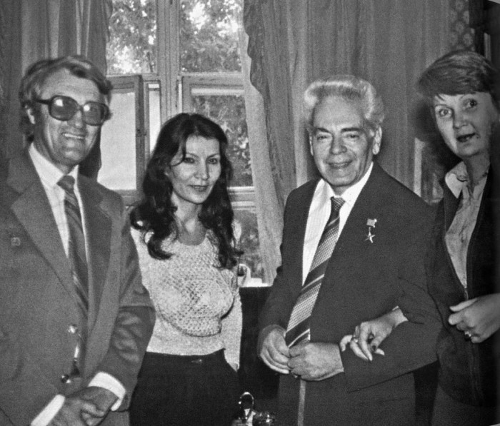 Джуна с Аркадием Райкиным, 27 июля 1983 г. / Фото: www.chto-chitaem.ru