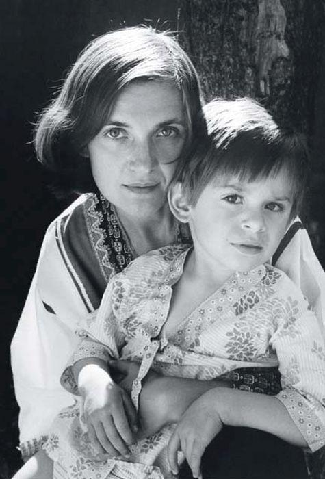 Ольга Гобзева с сыном Святославом, 1977 год. / Фото: www.kino-teatr.ru