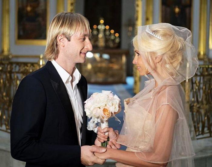 Яна Рудковская и Евгений Плющенко в день венчания. / Фото: www.tatler.ru
