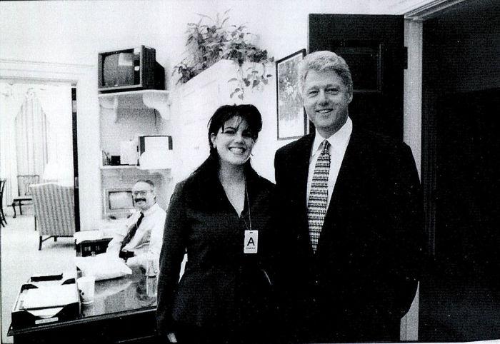 Уильям Клинтон и Моника Левински. / Фото: www.cheatsheet.com