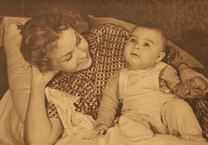 Нина Ургант с сыном Андреем. / Фото: www.kpcdn.net