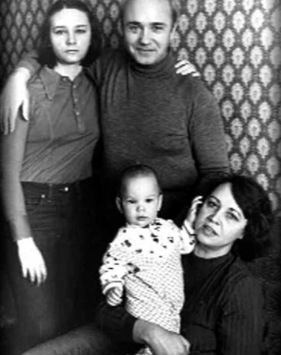 В кругу семьи: жена Нина, сын Вася и дочь Катя,1979 г. / Фото: www.traxbax.ru