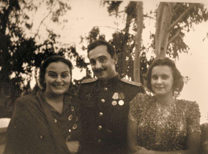 Серго Берия с мамой и женой. / Фото: www.fictionbook.ru