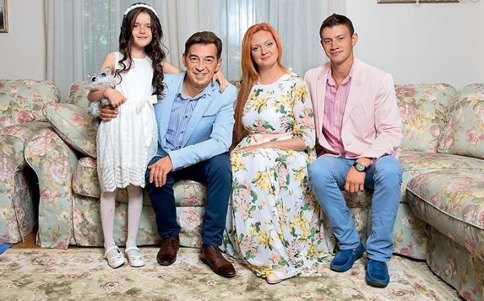 Николай Добрынин с женой Екатериной, сыном Михаилом и дочерью Ниной. / Фото: www.vk.com