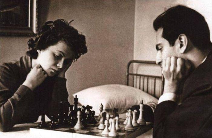 По ночам он учил её играть в шахматы. / Фото: www.jenskiymir.com