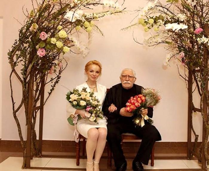 Армен Джигарханян и Виталина Цымбалюк-Романовская. / Фото: www.rulez-t.in