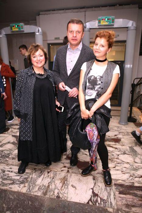 Леонид Парфёнов и Елена Чекалова с дочерью Марией. / Фото: www.woman.ru