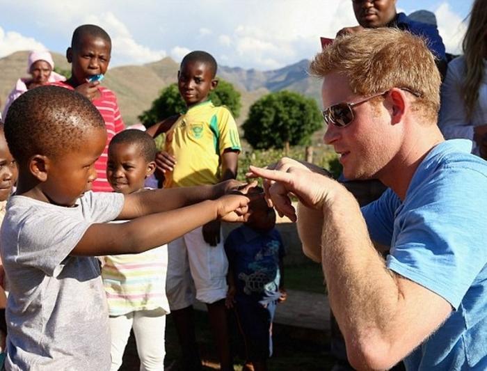 Принц Гарри в Лесото. / Фото: www.followme.gr