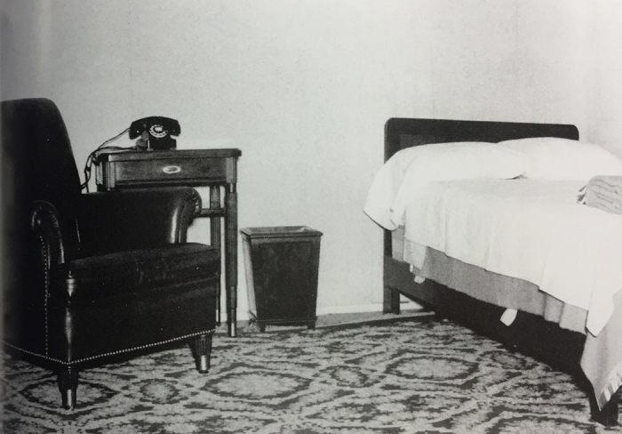 Оборудованная спальня в бомбоубежище. / Фото: www.denniscooperblog.com