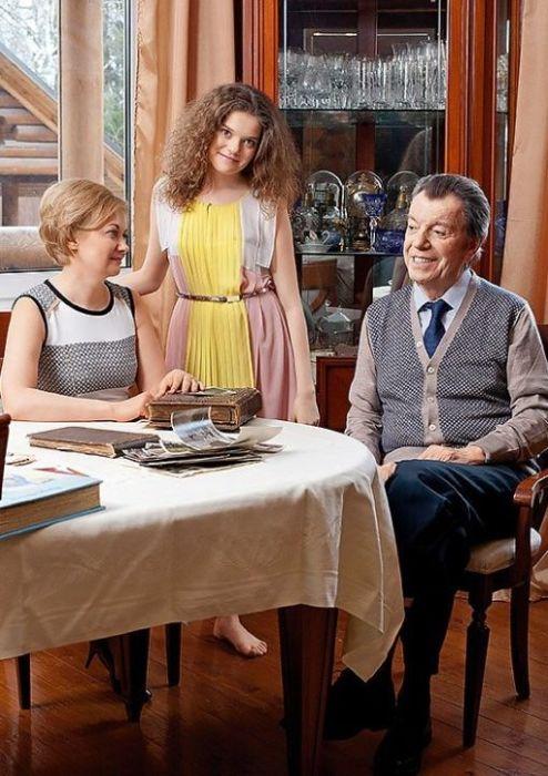 Татьяна Виноградова и Вячеслав Шалевич с дочерью Анной. / Фото: www.7days.ru