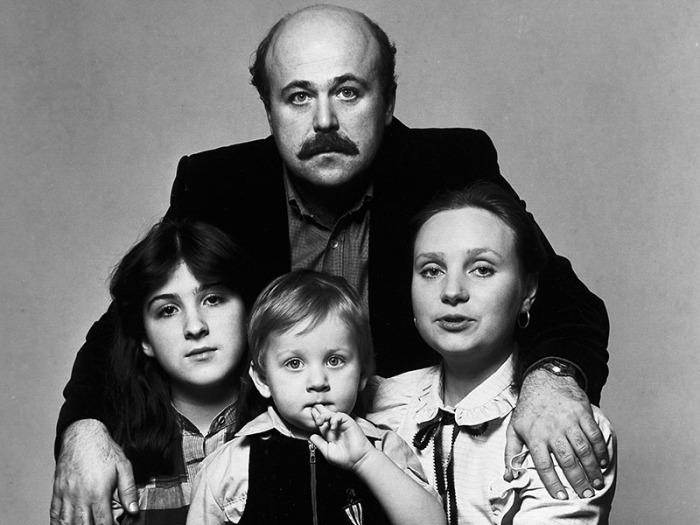 Евгения Глушенко и Александр Калягин с дочерью Ксенией и сыном Денисом. / Фото: www.tvc.ru