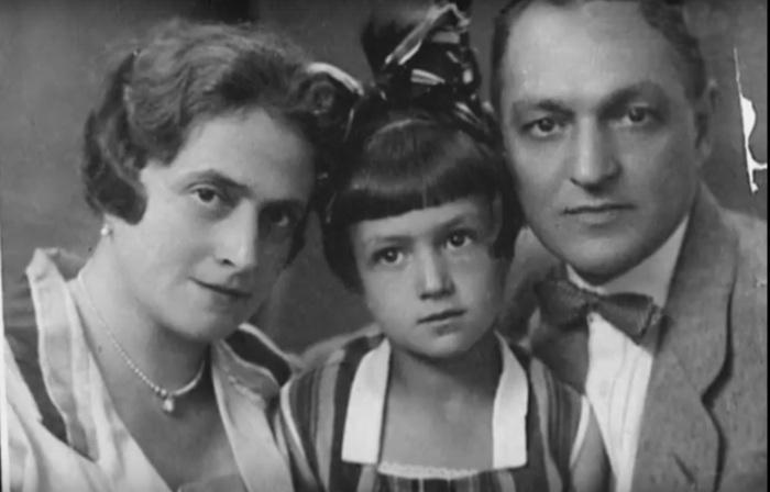 Ирина Карташёва с родителями. / Фото: www.tvkultura.ru