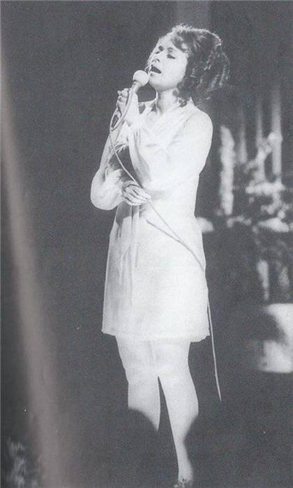 Салли Ландау на сцене. / Фото: www.russkije.lv
