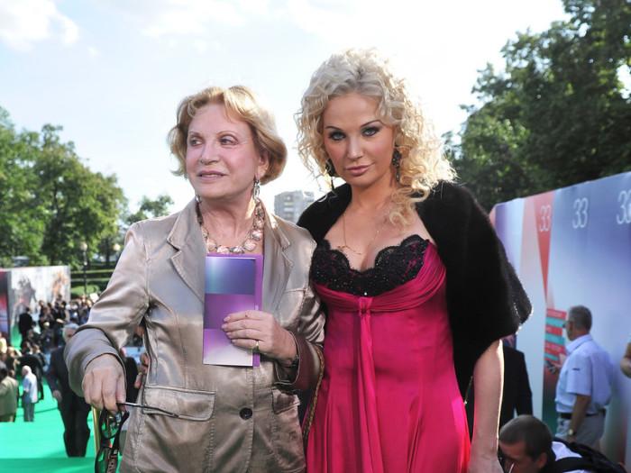 Людмила Максакова с дочерью. / Фото: www.woman.ru
