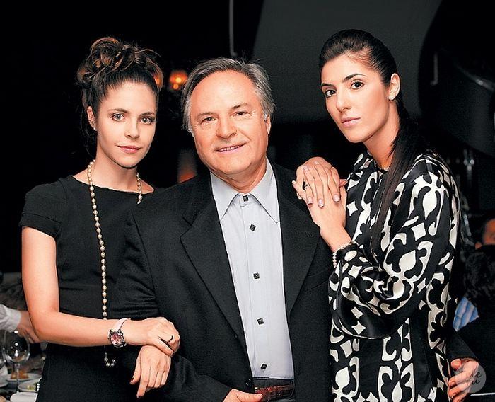 Родион Нахапетов с дочерьми. / Фото: www.smotretzdes.ru