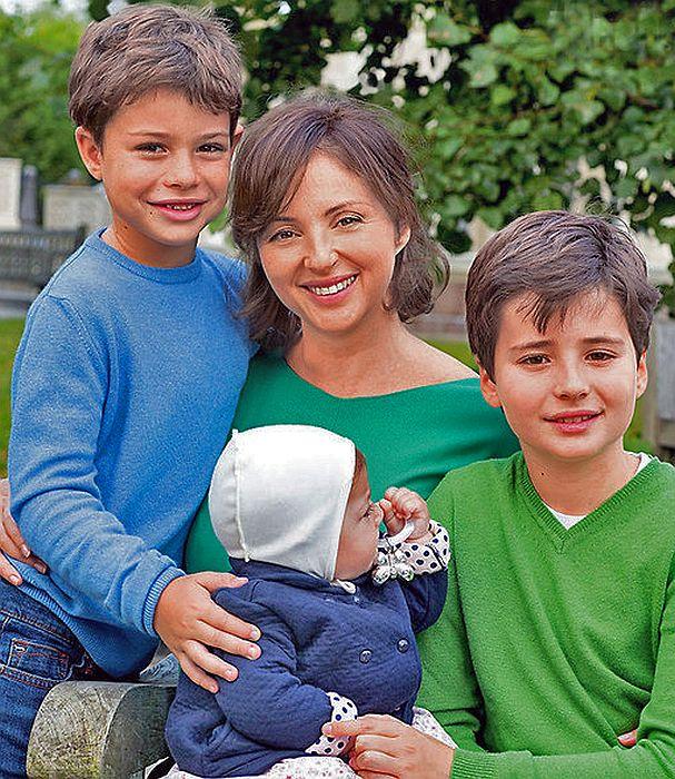 Анна Банщикова с детьми. / Фото: www.mtdata.ru