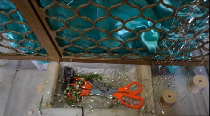 У могилы приготовлены ножницы. / Фото: www.nihalce.com