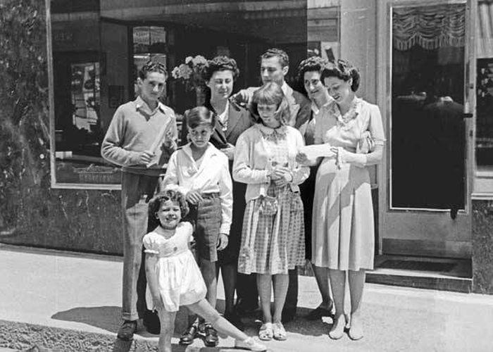 Джанни Аньелли, его жена Марелла, сын Эдвард и дочь Маргерита, Вилла Бона, 1968. / Фото: www.iitaly.org