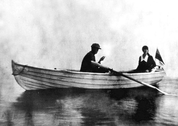 Игорь и Фелисса Лотаревы, Пюхайыш, 1926. / Фото: www.severyanin.lit-info.ru