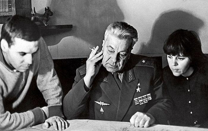 Анатолий Васильевич Ляпидевской с дочерью Александрой и сыном Робертом. / Фото: www.7days.ru