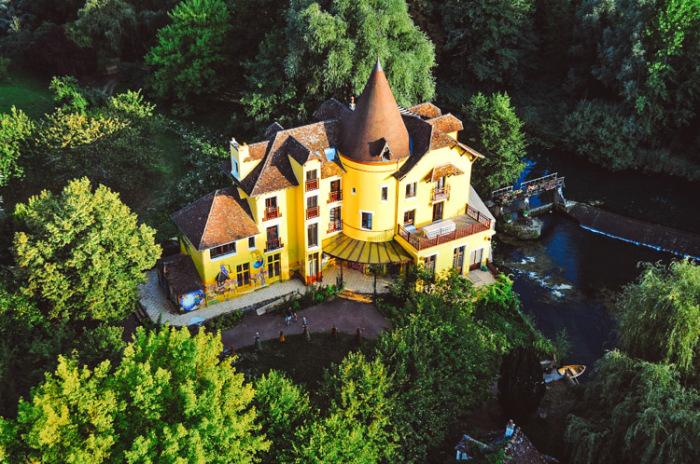 Мельница - дом Вячеслава Полунина в Париже. / Фото: www.gaiadergi.com