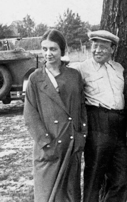 Исаак Бабель и Антонина Пирожкова. / Фото: www.e-reading.club