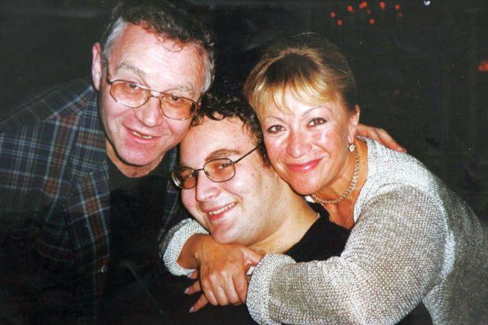 Александр Журбин и Ирина Гинзбург с сыном. / Фото: www.vm.ru