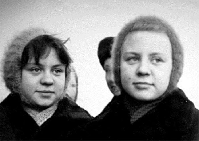 Десятиклассницы Ольга и Татьяна Юкины. / Фото: www.fromlife.net