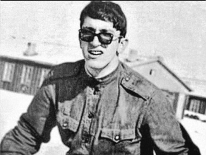 Александр Буйнов во время службы в армии. / Фото: www.metronews.ru