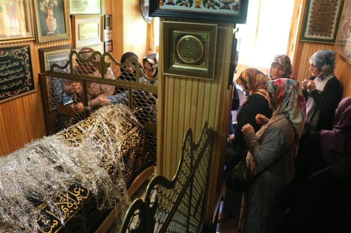 Правила поведения здесь такие же, как в мечети. / Фото: www.eyupsultan.bel.tr