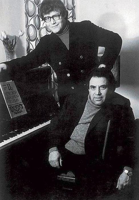 Александр и писатель Лев Гинзбург, старший друг и тесть. / Фото: www.itogi.ru