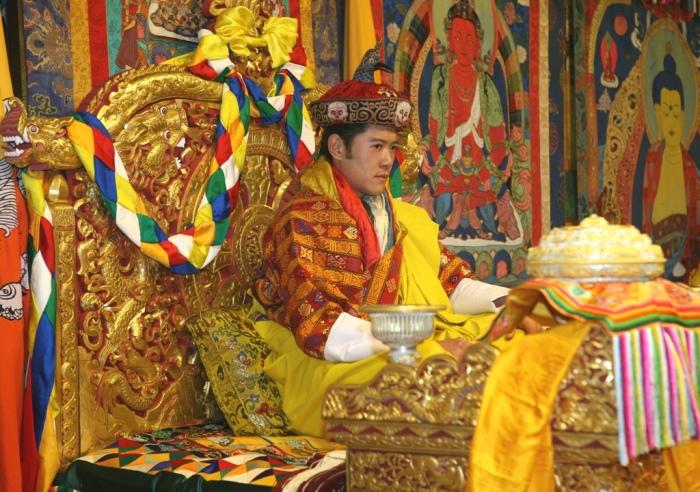 Пятый Король Бутана Джигме Кхесар Намгьял Вангчук во время коронации. / Фото: www.dulichtamlinh.net