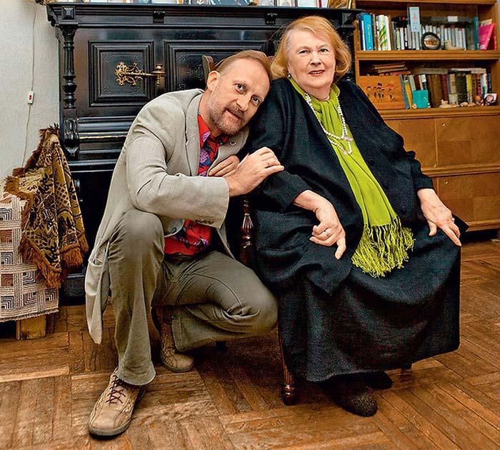Людмила Иванова со старшим сыном Иваном. / Фото: www.love-psy.ru