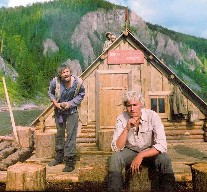 Кадр из фильма «Сюда не залетали чайки». / Фото: www.7days.ru