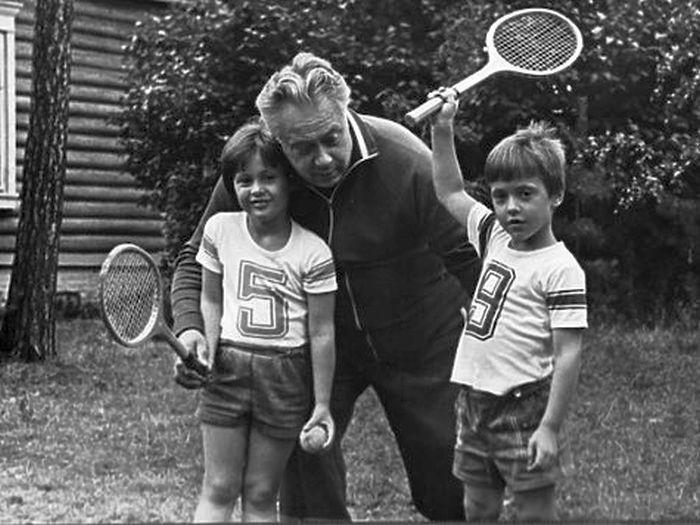 Николай Озеров с детьми. / Фото: www.gulagu.net