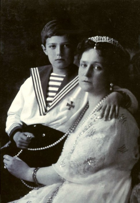 Цесаревич Алексей с матушкой Александрой Фёдоровной. / Фото: www.to-world-travel.ru