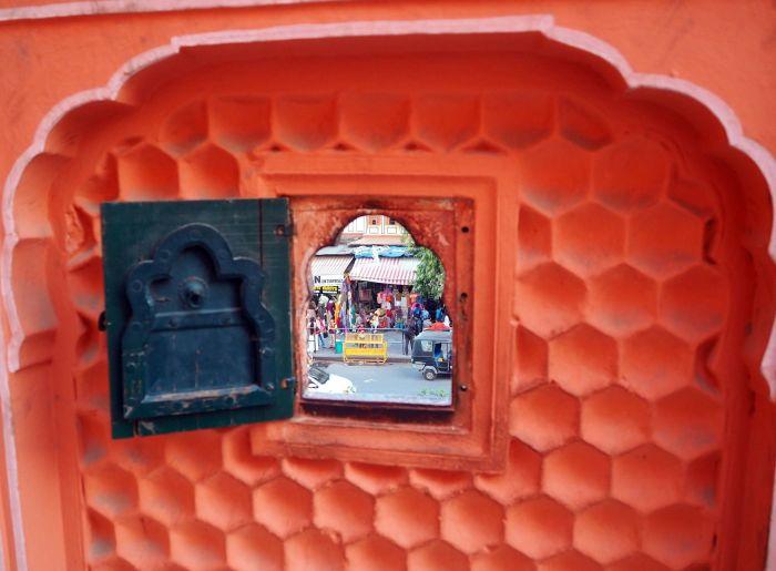Из крохотных окошек можно было наблюдать за городской суетой. / Фото: www.tourister.ru