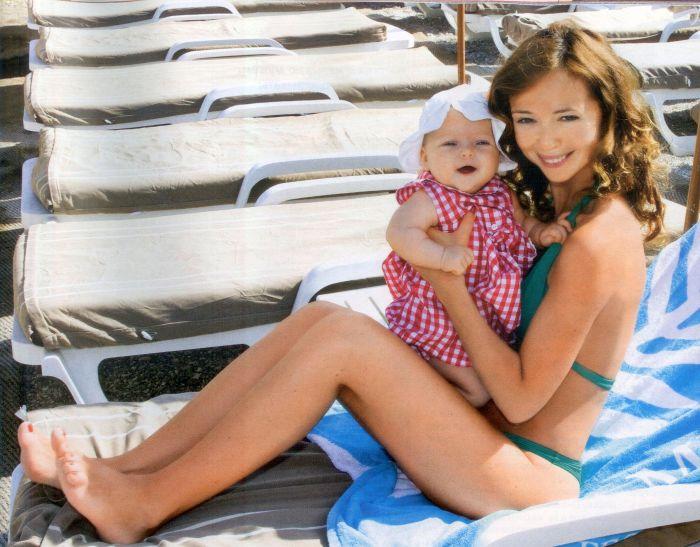 Елена Захарова с дочерью Анной-Марией. / Фото: www.obaldela.ru