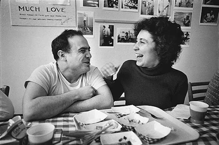 Дэнни Де Вито и Реа Перлман, 1974 год. / Фото: www.redditmedia.com