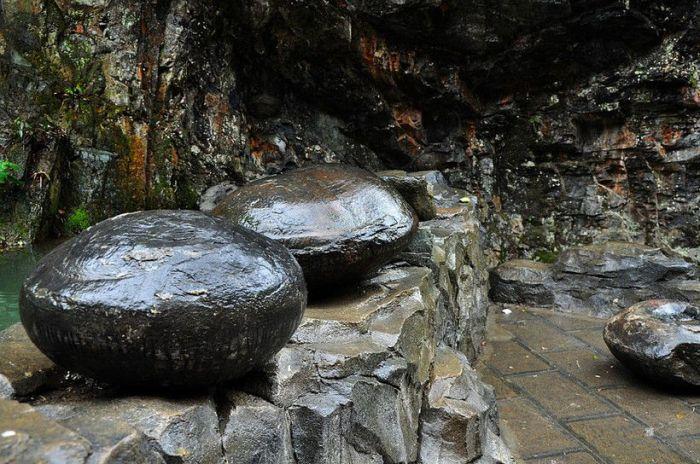Каменные яйца могут быть круглыми и овальными. / Фото: www.travelask.ru