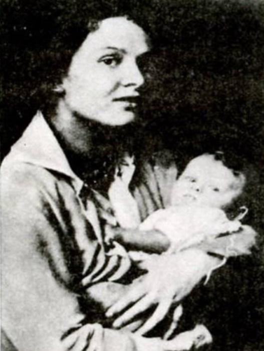 Зинаида Райх с дочерью Татьяной Есениной. / Фото: www.900igr.net