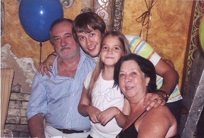Богдан Ступка с женой и внуками Дмитрием и Устиной. / Фото: www.ukrcentr.ru