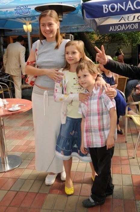 Мария Голубкина с детьми. / Фото: www.woman.ru