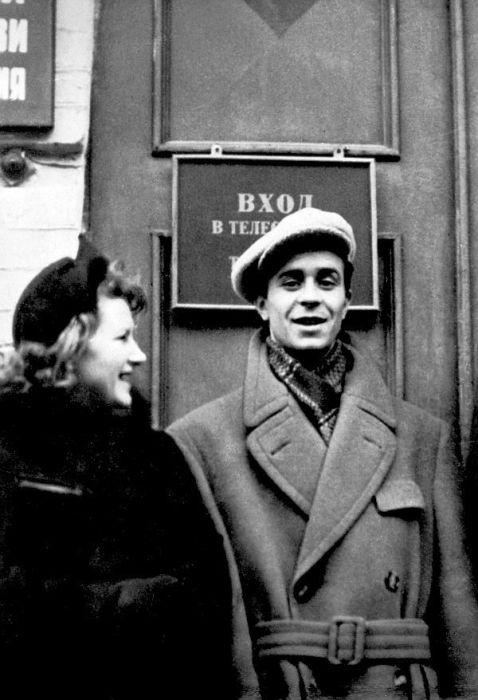 У киевского телецентра, 1960 г. / Фото: А. Караулова