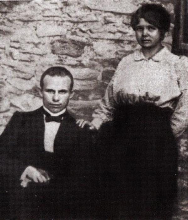 Н. С. Хрущёв со своей первой женой Е. И. Писаревой. / Фото: www.wikipedia.org