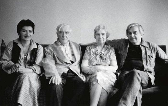 С Петром и Анной Капица Юрий и его жена Каталин (крайняя слева) познакомились на премьере «Доброго человека из Сезуана». / Фото: из личного архива Юрия Любимова