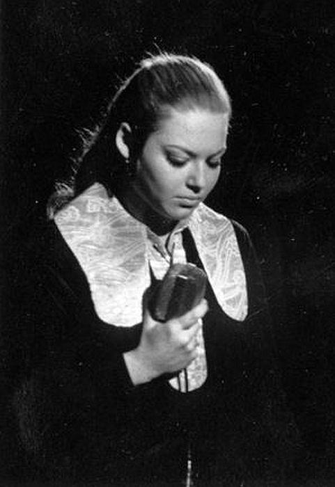 Ирина Понаровская в юности. / Фото: www.ensembles.ru