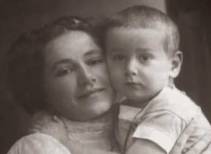 Ростислав Плятт в детстве с мамой. / Фото: www.voopiik-don.ru